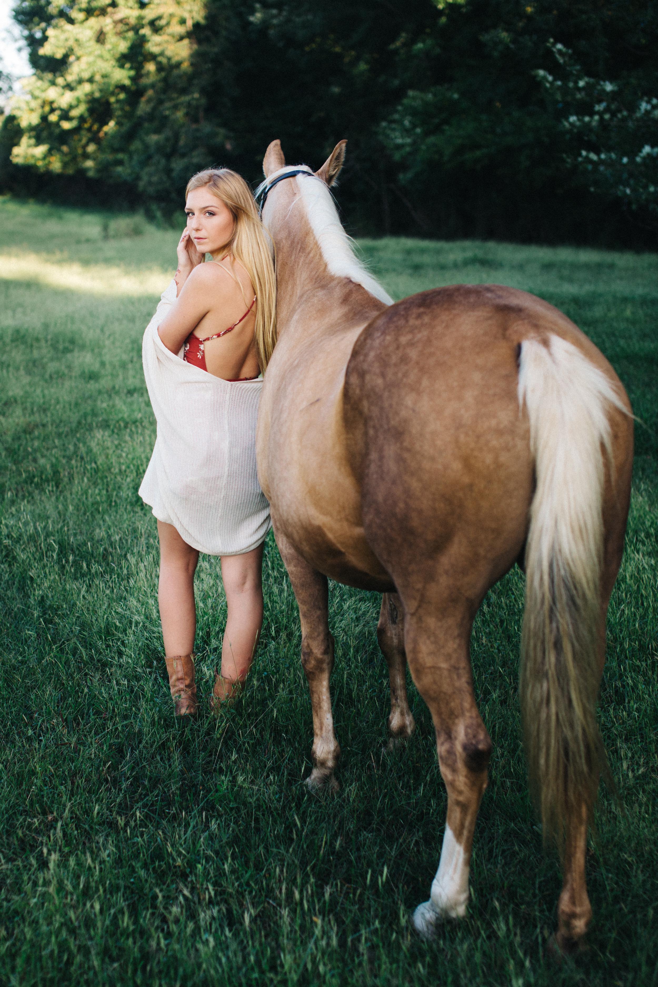 annapolis-maryland-senior-portrait-session-photographer-boho-horse-inspo-emma-jean-photography-7-photo.jpg