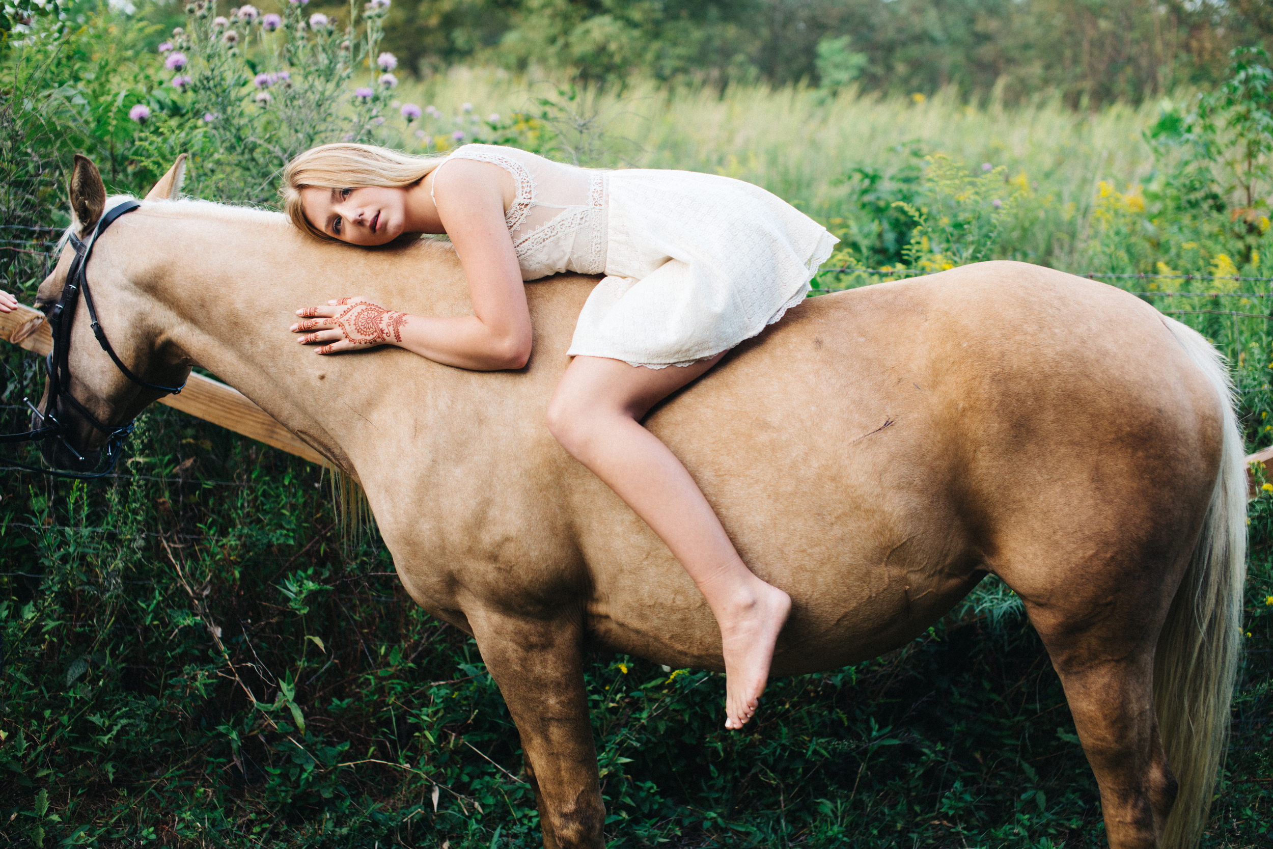 annapolis-maryland-senior-portrait-session-photographer-boho-horse-inspo-emma-jean-photography-10-photo.jpg