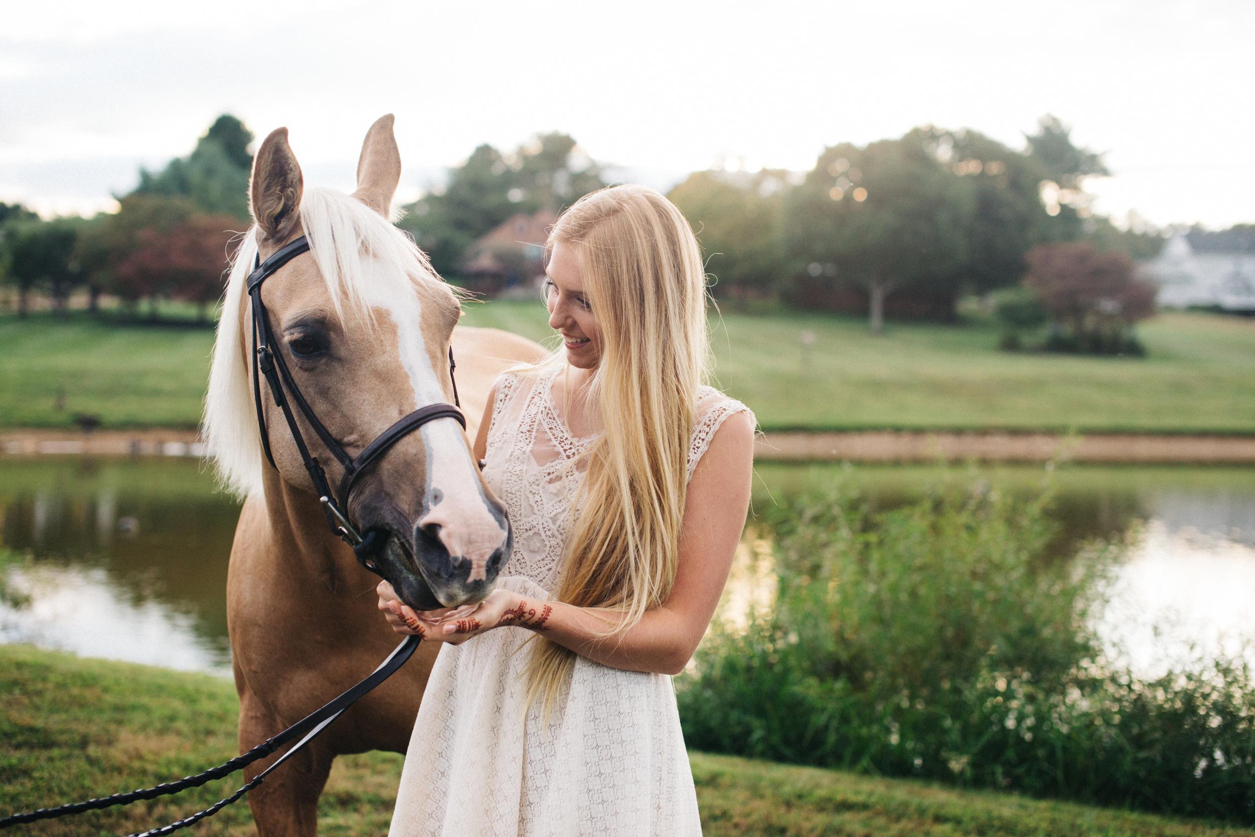 annapolis-maryland-senior-portrait-session-photographer-boho-horse-inspo-emma-jean-photography-11-photo.jpg