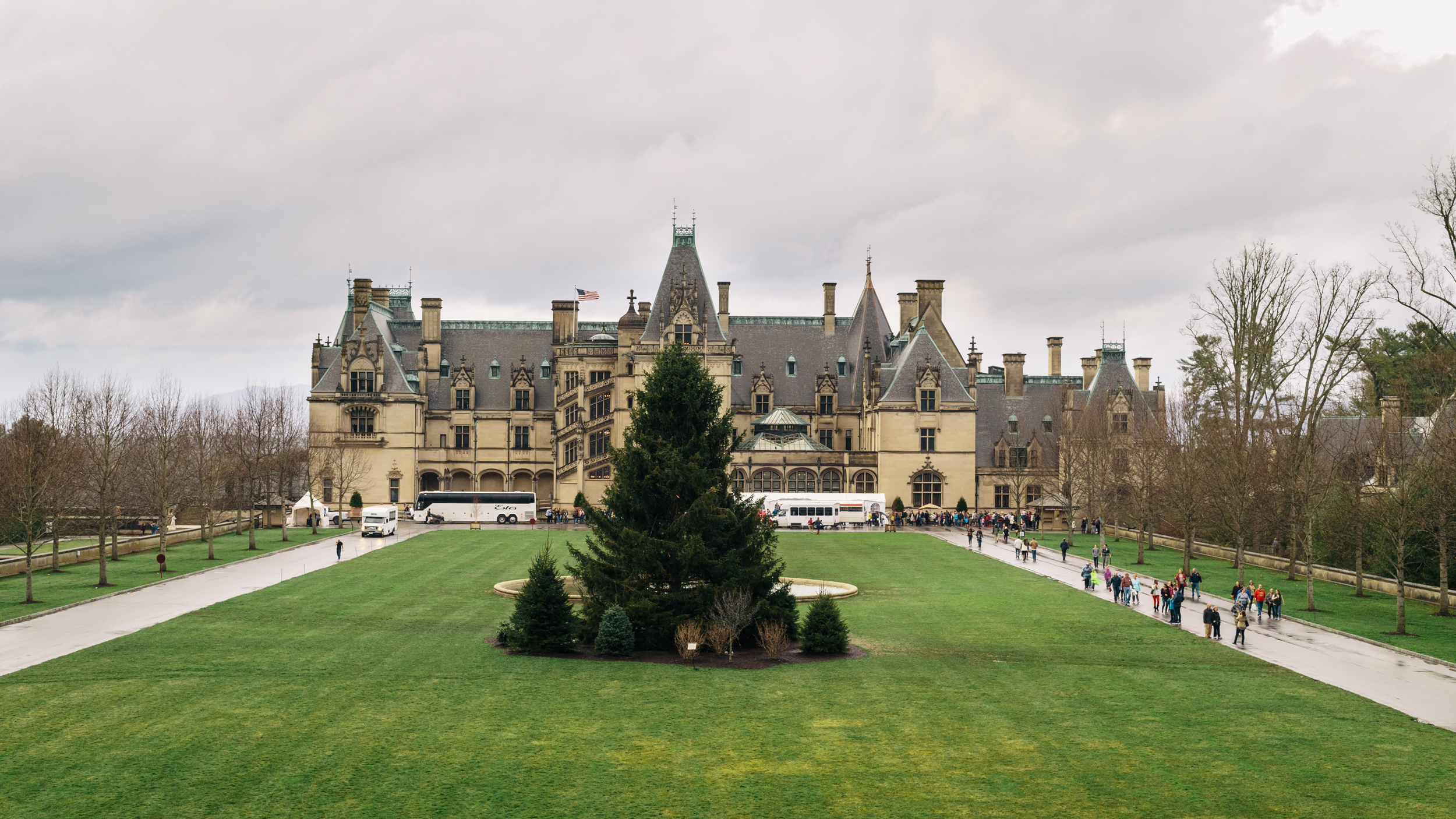 We checked out the Biltmore Estate, the country's largest house. Unfortunately, we chose a gloomy and wet day to sightsee.