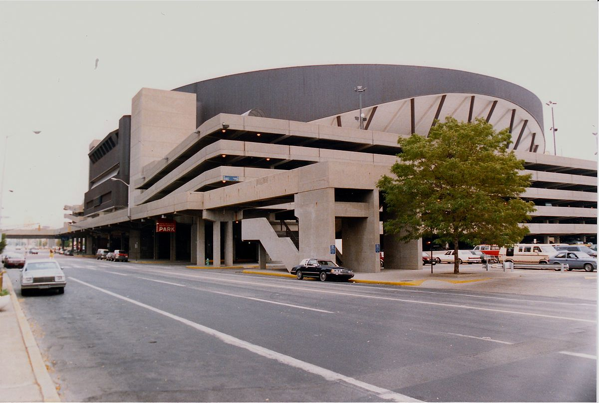 1200px-Market_Square_Arena,_Indianapolis,_1988.jpg