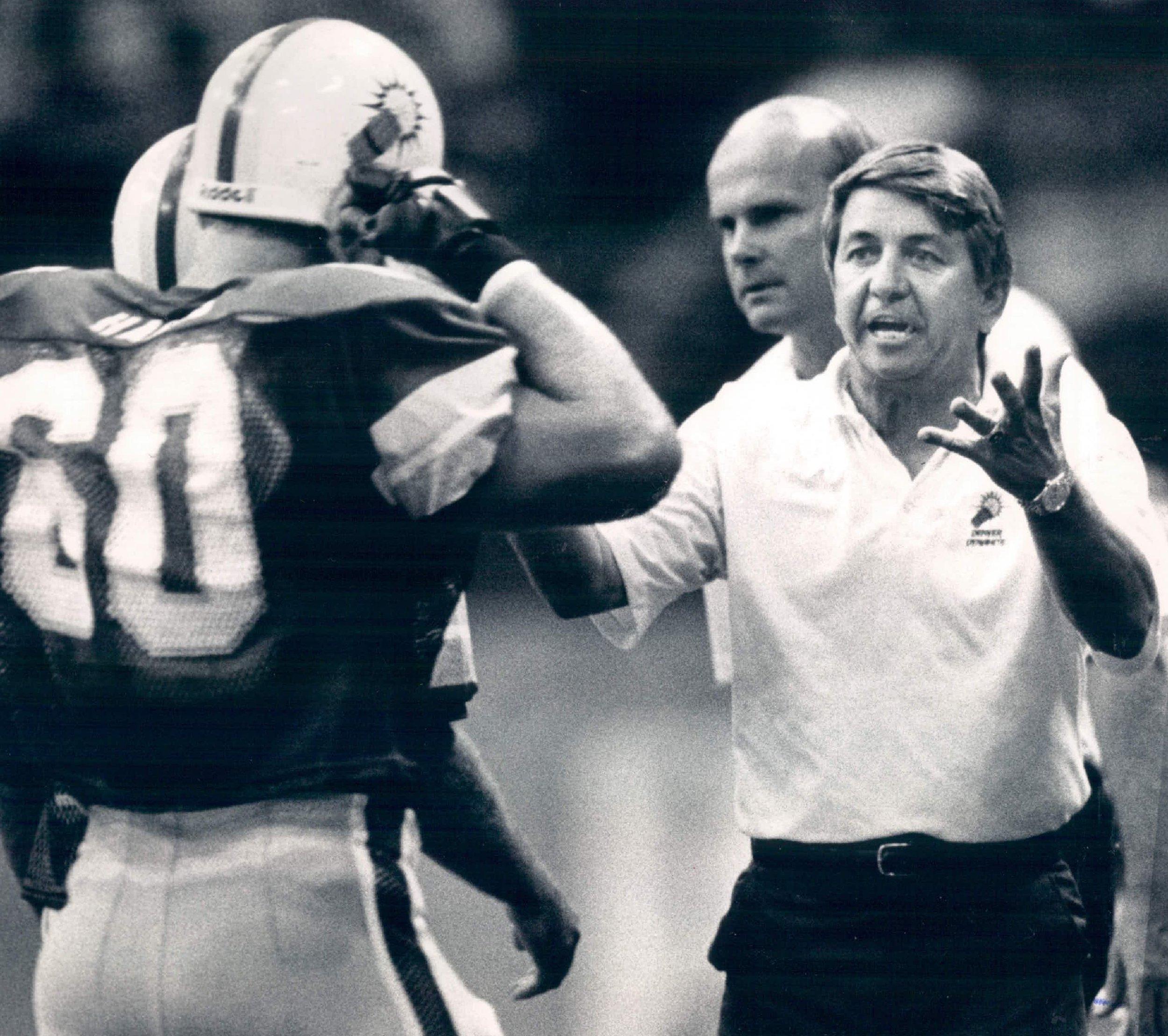 Tim-Marcum-coaches-the-1987-Denver-Dynamite.jpg