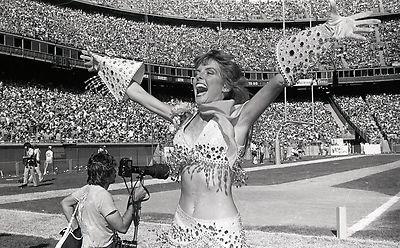 usfl-1980s-denver-gold-cheerleaders_1_1de1a2b0d272f3537abe03cf7557f455.jpg