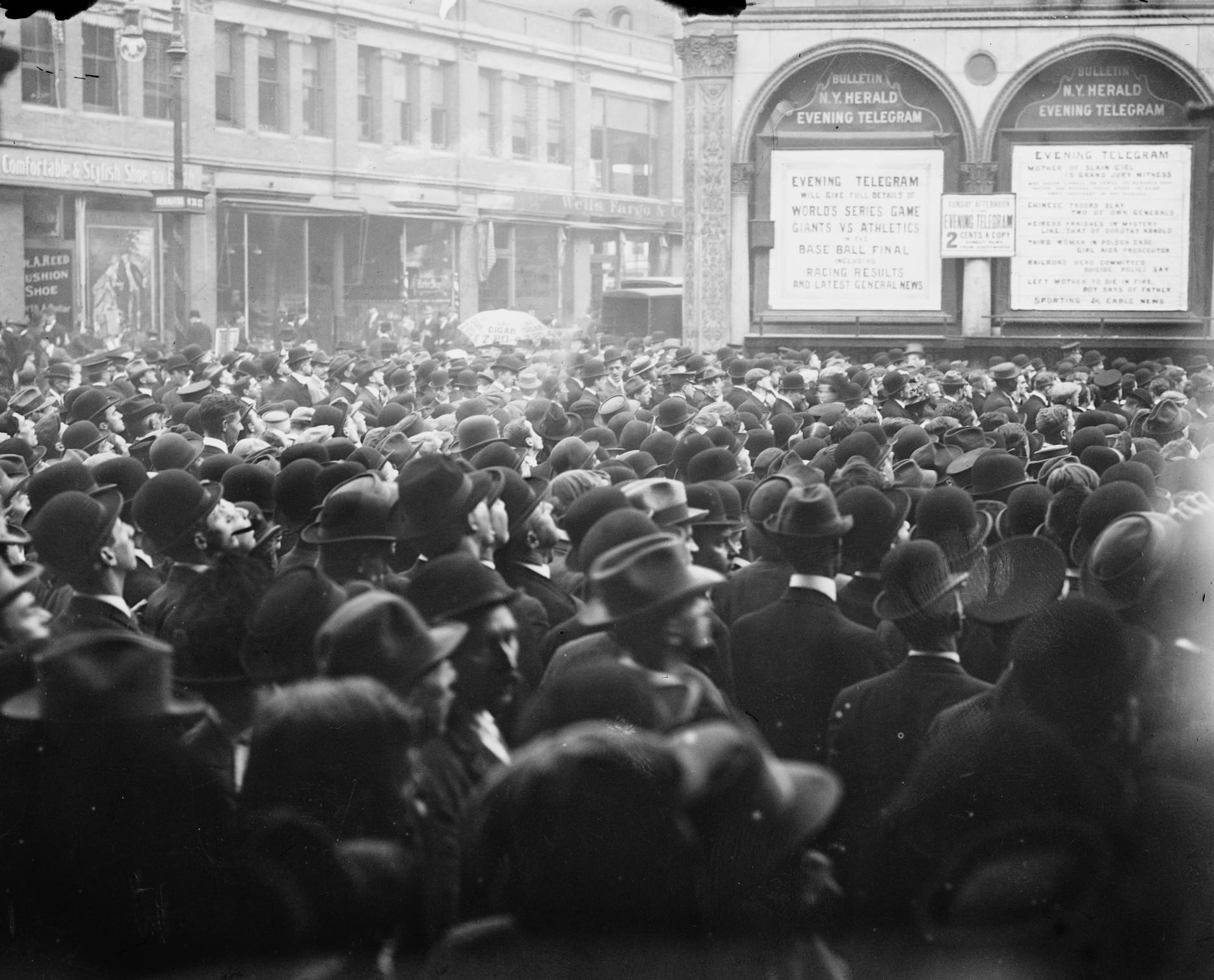 1911-World-Series-Game-6-outside-New-York-Herald-Building.jpg