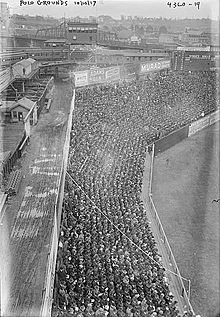 220px-Polo_Grounds_1917.jpg