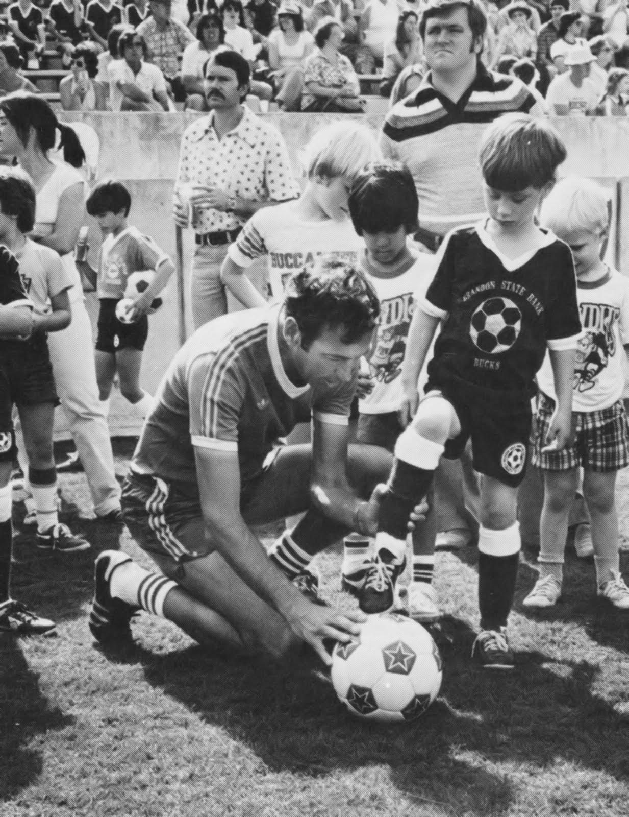 Gordon Jago with the kids 1979.jpg