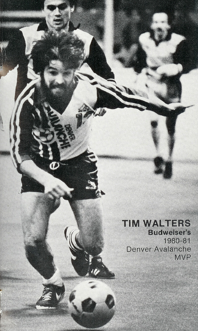 AVALANCHE_PHOTO_ACTION_WALTERS_MVP_1981-82.jpg