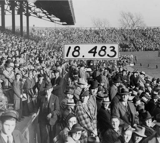 Large-crowd-at-League-Park-1938.jpg