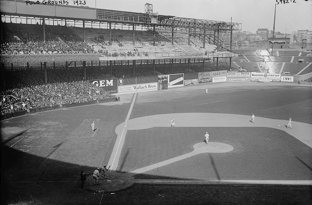 1024px-Polo_Grounds_1923.jpg