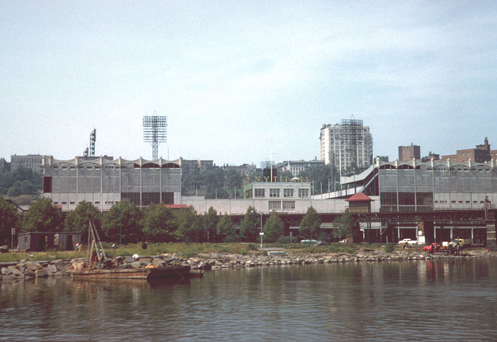 1024px-Polo_Grounds_1961_from_Harlem_River-B.jpeg