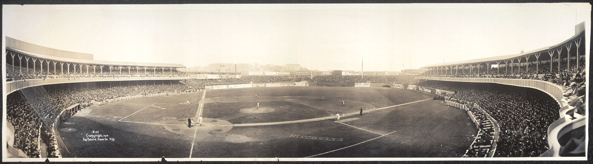 Polo_Grounds_1910.jpg
