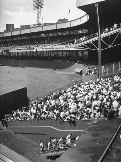 scene-from-the-polo-grounds-during-the-giant-vs-dodgers-game_u-l-p73nmp0.jpg