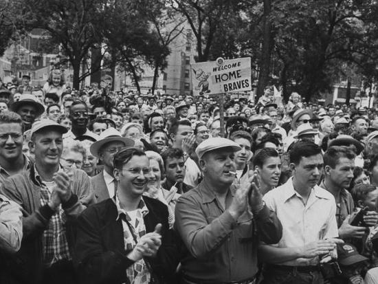 milwaukee-braves-fans-jam-the-streets-to-welcome-team-back-from-road-trip-with-victory-parade_u-l-p6e6ac0.jpg
