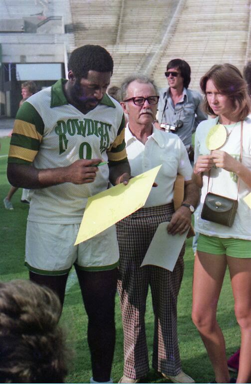 Rowdies 76 Home Clyde Best, Fans.jpg