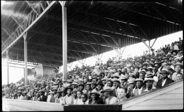 Negro-Leagues-East-West-Game-crowd-176-2008-5_NBL_Hogan.jpg