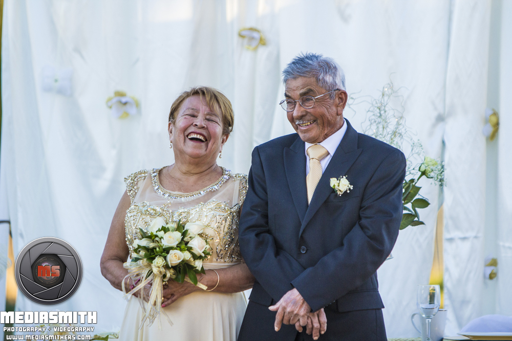 "Anniversary Photography: Couple Laughing at the ""Altar"""