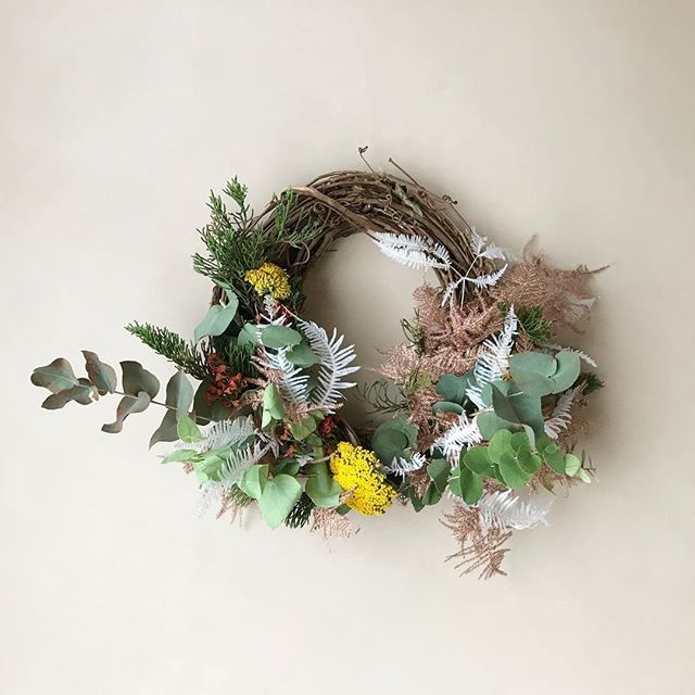 HOLDIAY WREATH-WORKSHOP - is happening at our @inour_nature on 12/1! I'll teach you how to make garden inspired wreaths and you'll get to create one of your own! • Tickets plus more information in my bio! #wreathlife #diyforlife