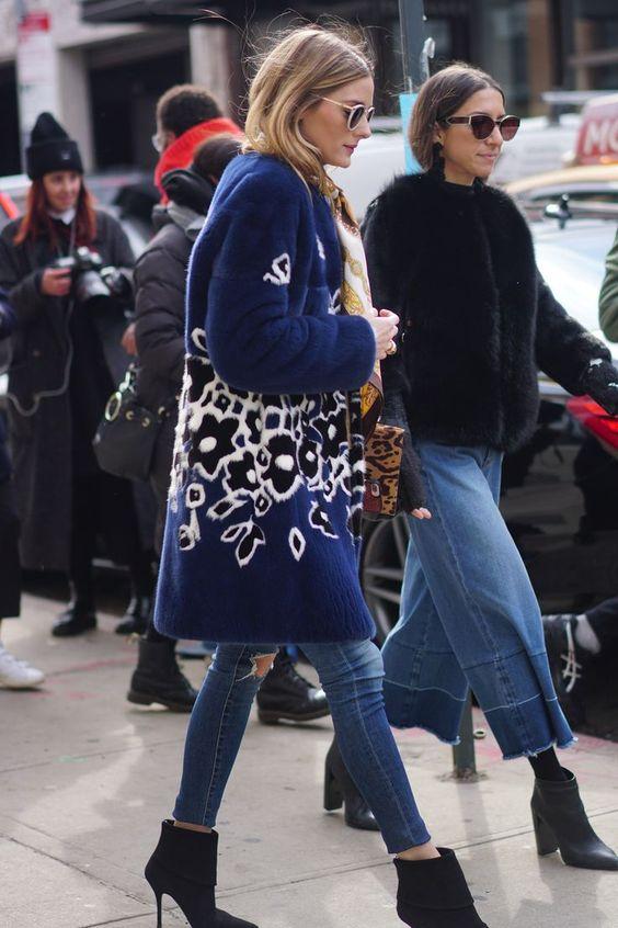 abrigo largo y corto peludo con jeans y botines.jpg