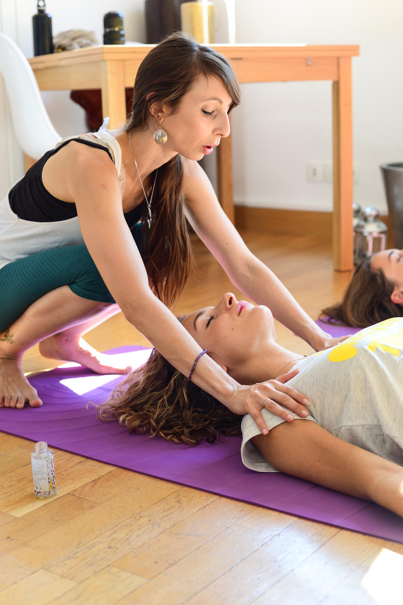 Yoga-OLYBe-cours-à-domicile-professeurs.jpeg