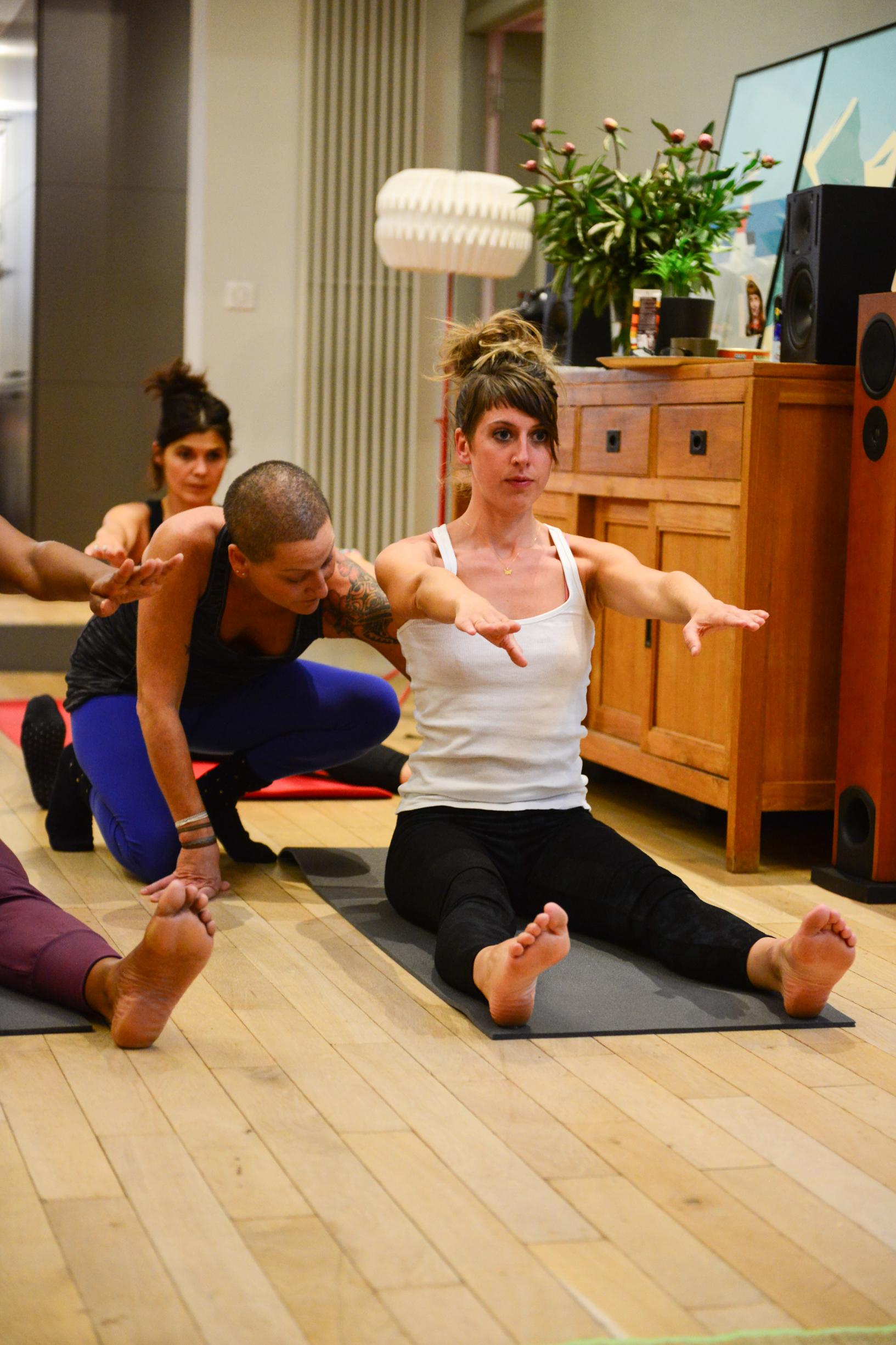 oly-be-yoga-cours-a-domicile-professeur.jpg