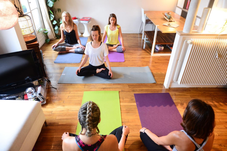 oly-be-yoga-cours-a-domicile-salon.jpg