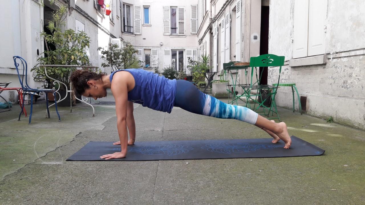 5 Postures De Yoga Nos Conseils Pour Preparer Son Corps Avant L Ete Oly Be