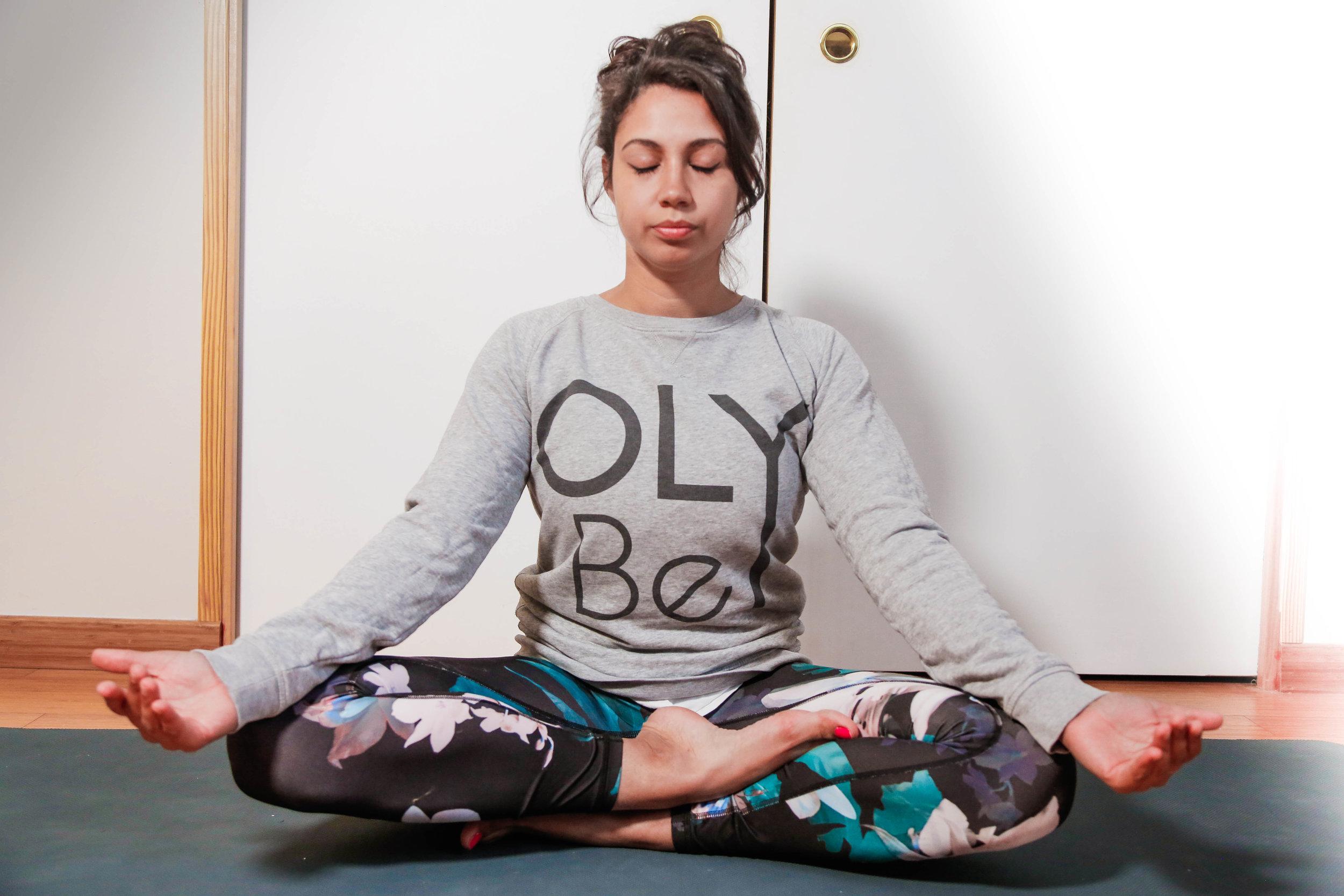 ANGELIQUE   Happy yogini,  Angélique  est l'une des toutes premières élèves OLY Be. Enthousiaste, curieuse et ouverte, elle cultive une grande volonté d'approfondir ses connaissances et l'importance d'apprendre à se reconnecter à soi alors même qu'elle vit dans un quotidien survolté ! Angélique est toujours ravie de faire des rencontres; n'hésitez pas à aller lui dire bonjour la prochaine fois que vous la verrez sur un tapis !