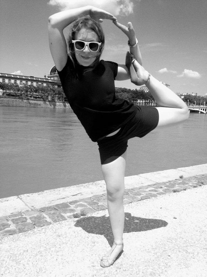MARINE   Sportive passionnée,  Marine  est une véritable hyper active : fitness, crossfit, running, danse, boxe, escalade... Le yoga : une vraie révélation bien-être, qui lui permet de se recentrer, se poser et de gagner en souplesse, concentration, et équilibre au quotidien, dans ses nombreuses activités. Ambassadrice OLY Be à Lyon c'est pour elle une chance formidable d'approfondir sa pratique, mais surtout une aventure humaine pleine d'émotions et de partage !