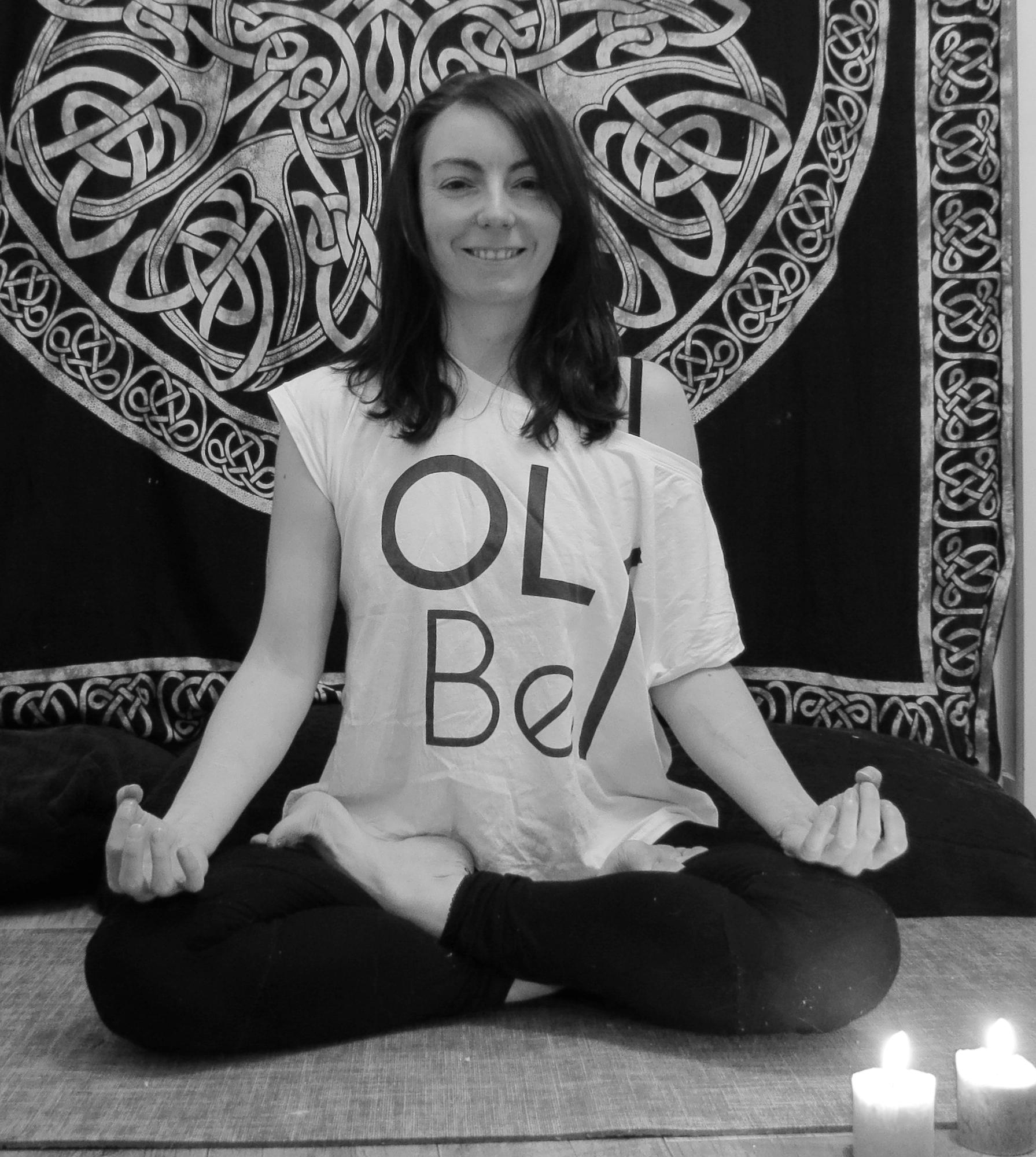 AUDE    Aude  a découvert le yoga il y a une dizaine d'année et à commencé à pratiquer régulièrement lors de ses nombreux voyages, en particulier en Australie. Désormais installée à Nantes, elle travaille dans l'export et suit en parallèle une formation pour devenir prof de Yoga et partager encore plus de zen !