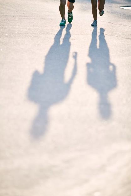 silhouettes-d-39-athletes-dans-la-rue_1098-3774.jpg