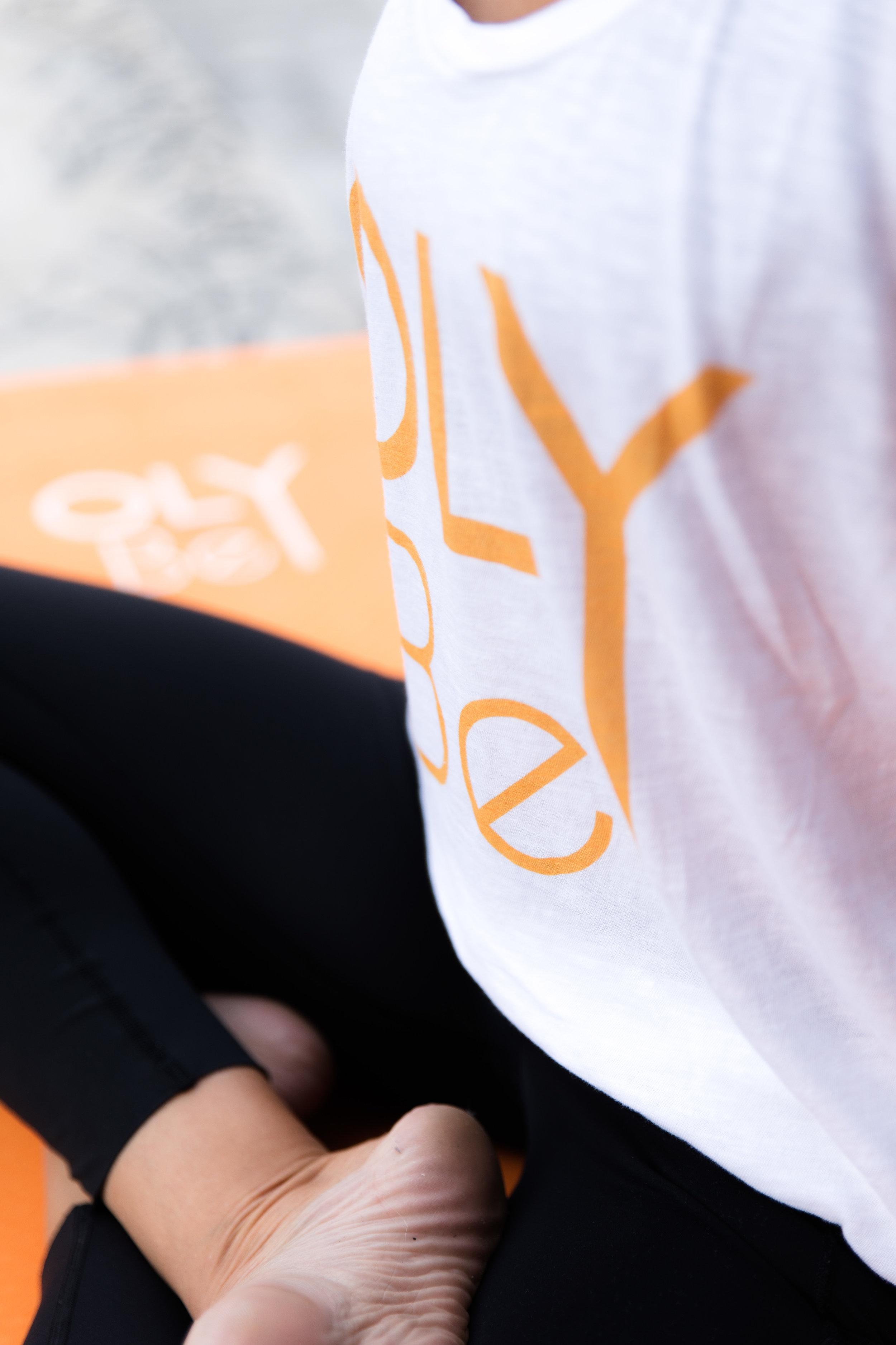 """Vous êtes débutant ? OLY Be est fait pour vous ! - Lorsque l'on débute le yoga ou le pilates, on est parfois un peu perdu dans l'offre de cours. Par quel cours démarrer ? Comment choisir le cours qui me conviendra en terme de difficulté et d'objectif ?Nous conseillons aux débutants de choisir les cours de Yoga Soft Energy ou de Yoga Cocooning pour leur première expérience yoga.Globalement, le mieux est de sélectionner les cours indiqués comme étant """"tous niveaux"""" dans notre offre de cours.💥 OFFRE SPÉCIALE POUR DÉMARRER💥Le pack découverte """"3 cours en 21 jours""""Tarif : 25€ soit 8,3€/cours3 cours à réaliser en 3 semaines combinés à un suivi et des conseils personnalisés pour vous guider dans vos premiers pas de OLY Bees !"""
