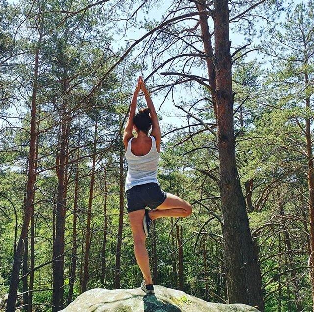 🧘🏼♀️ @claire.moonlight.yoga  C'est à Londres que Claire découvre le Yoga et tombe amoureuse de cette pratique. Après avoir baigné dans le monde exigeant de la danse pendant presque 20 ans, son premier cours de Vinyasa est une révélation par le bien-être et l'apaisement qu'il lui apporte. Elle a donc décidé d'approfondir sa pratique et de se former pendant 9 mois avec EFV et Amanda Dates. Elle a complété sa formation avec un module en Pré et post-natal et souhaite transmettre tous les bienfaits physiques, énergétiques et émotionnels que lui apportent le Yoga au quotidien. ✨  ➡️ Retrouvez Claire pour un cours de Yoga Soft Energy tous les jeudis !   #yoga #hotyoga #vinyasaflow #yogainspiration #namaste #yogaflow #poweryoga #wellness #yogaeveryday #practice #yogagirl #olybe