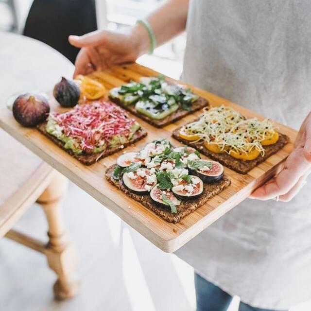 Et si on faisait des toasts ? 🤩  - Figues, chèvre et miel - Tomates jaunes et tofu  - Concombre et menthe - Guacamole et radi râpé    #yoga #yogalife #yogafit #fitmom #meditation #coursdeyoga #mediter #sport #yogalyon #yoganantes #yogalille #yogamarseille #olybe #olybees #olybeshine #olybeyoga #cook #cuisine #cooking #recette