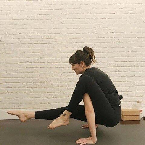 🧘🏻♀️ @laura_vittoria  Des good vibes, une playlist Hip Hop tendance et des inversions : la recette parfaite pour le cours de Hip Hop Yoga avec Laura tous les vendredis ! 😍    #yoga #yogalife #yogafit #mood #fitness #yogabody #yogaparis #coursdeyoga #mediter #yoganantes #yogalille #yogamarseille #olybe #olybees #olybeshine #olybeyoga