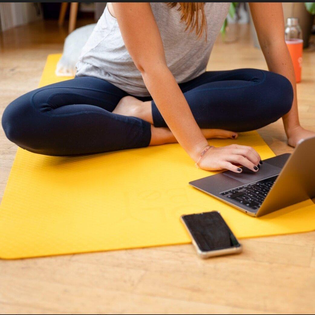 DES COURS POUR VOUS ET RIEN QUE POUR VOUS   Des cours collectifs dédiés et en petit comité durant lesquels on fait  le plein de good vibes et de positif  : de la  boxe  pour extérioriser, de la  méditation  pour poser ses intentions, de la  sophrologie  pour s'apaiser et lâcher-prise, du  Yoga  pour s'aimer ❤️.