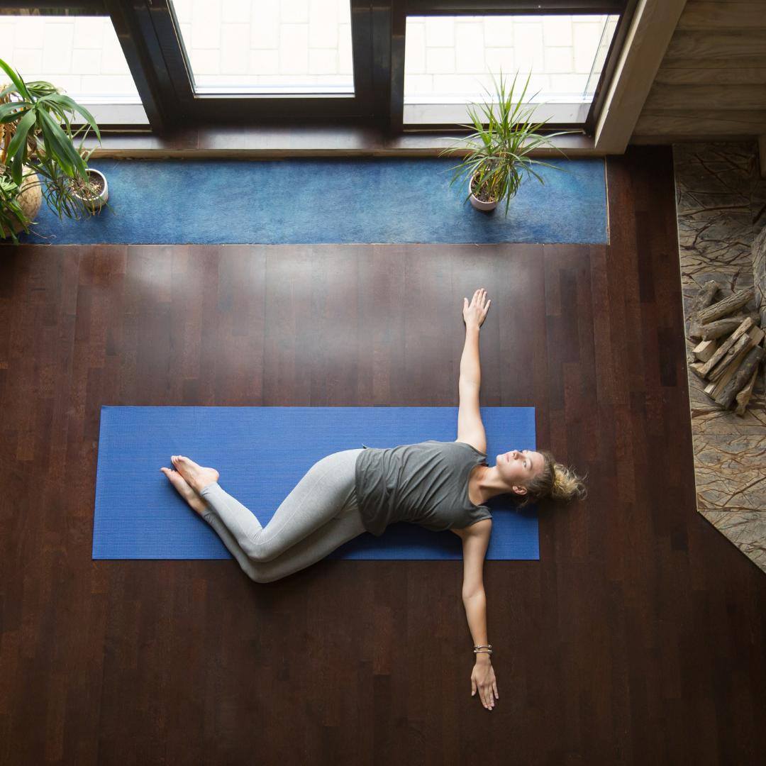 Yoga Detox : 5 postures pour éliminer les toxines ! -