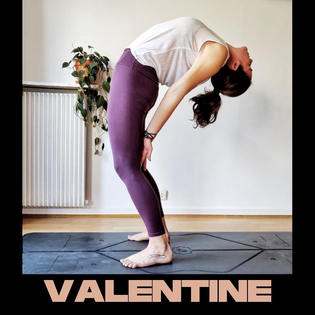 Inspire. Expire.    Valentine a pour habitude de poser sa pratique pour vous laisser expérimenter votre corps et retrouver une connexion avec vous, avec elle, en toute sécurité.  Mieux comprendre son corps c'est mieux l'écouter, mieux le servir . Et tout est là dans le yoga, cette capacité à se décoller du monde extérieur - futile et superficiel - pour revenir à soi, à l'essentiel.  Car tout commence par soi. Le premier souffle comme le dernier.    Valentine vous entraine autour de différentes pratiques pour libérer les moules, les tensions, les attentes et mieux être.  Mieux être dans son corps, dans sa tête, avec soi et avec les autres . Amener la respiration et le mouvement comme une thérapie.   Et cela tombe bien car en plus d'être professeure de yoga, Valentine est  thérapeute et naturopathe.