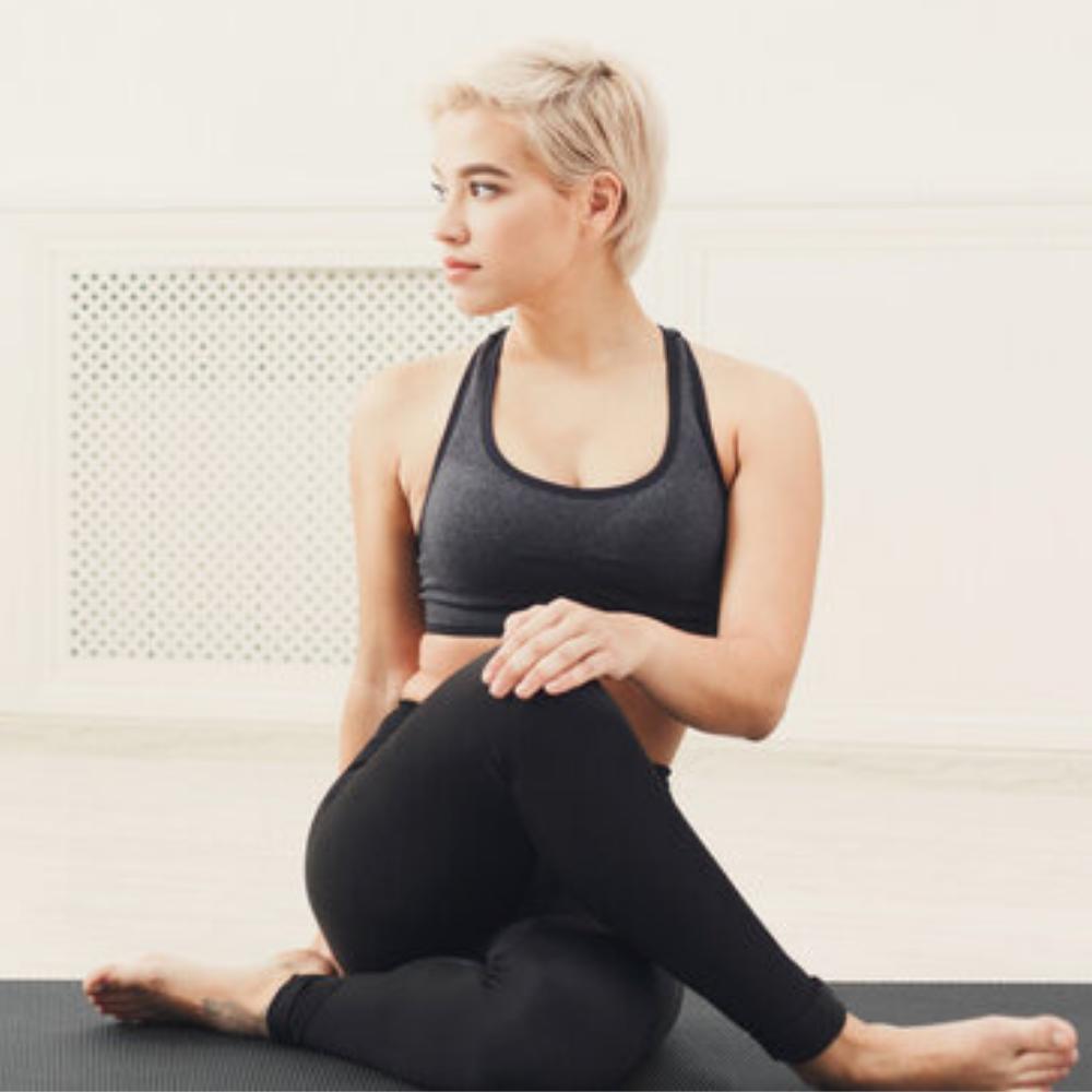 5 postures de yoga qui nous aident à bien digérer -