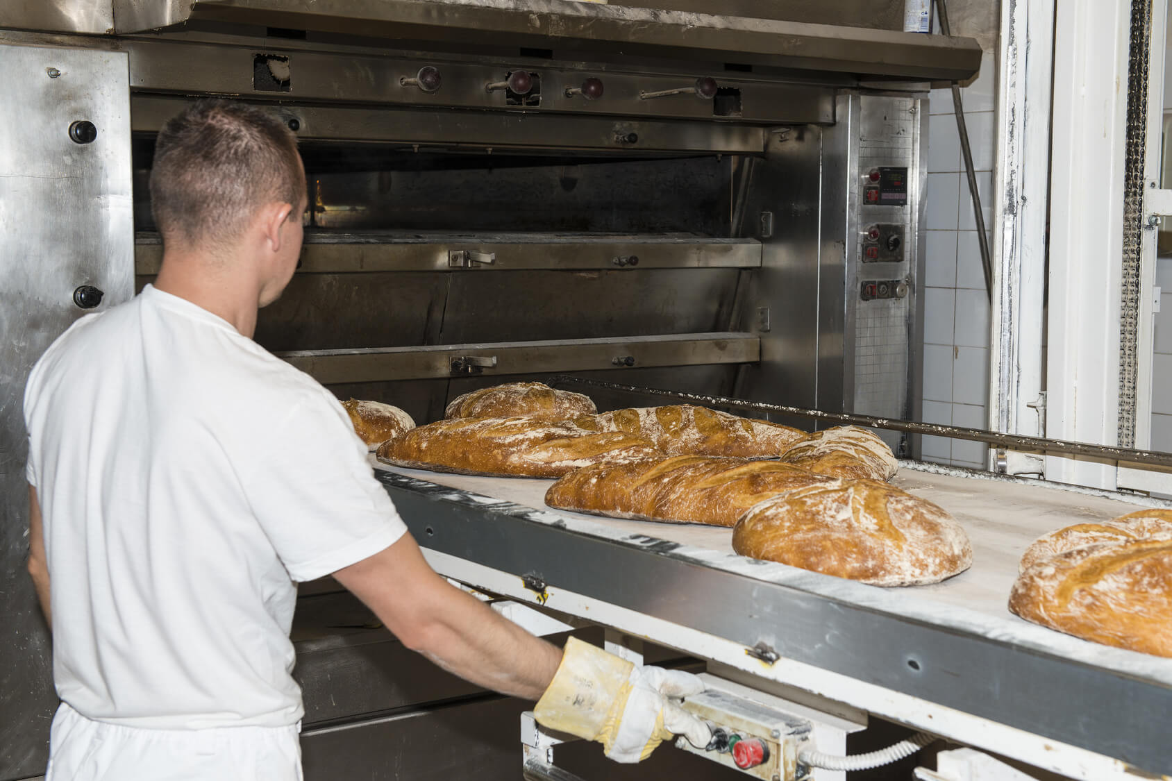 Commercial oven cooking bread P & S Engineering .jpg