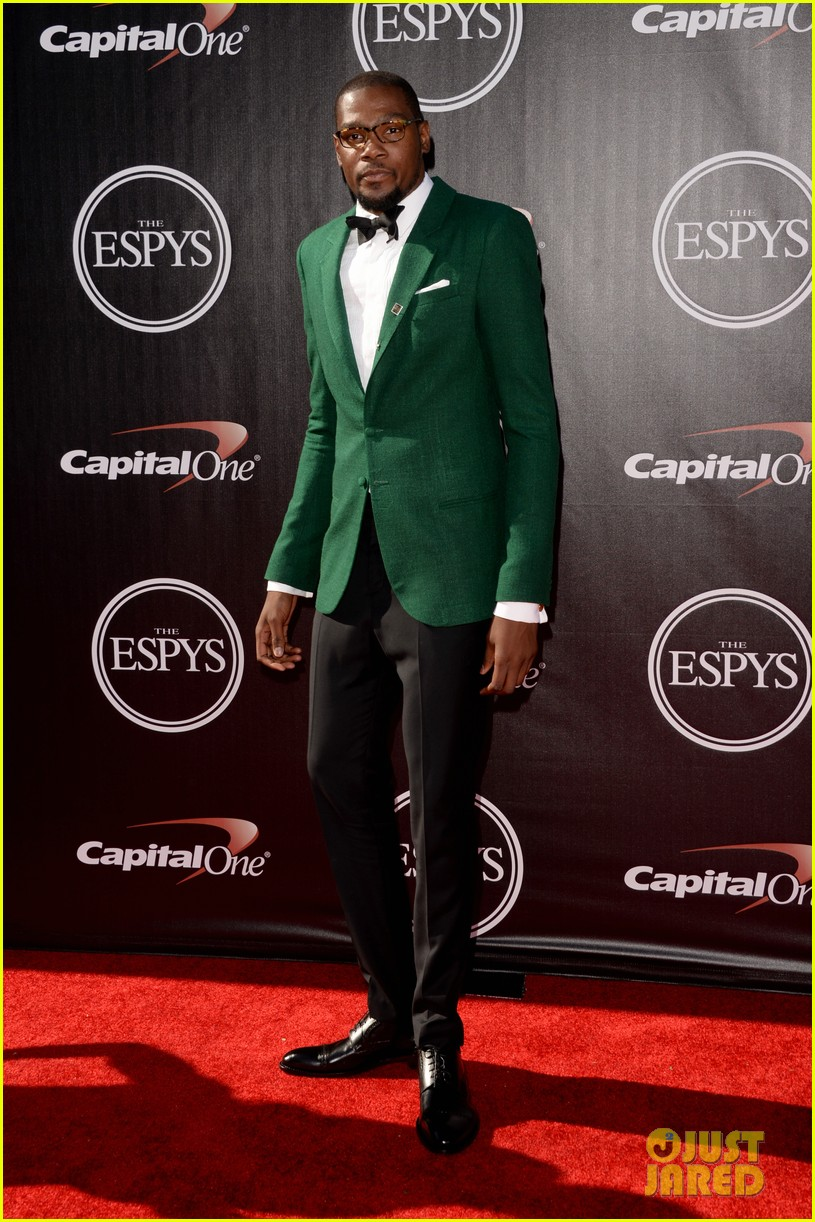 dawyne-the-rock-johnson-sports-stylish-men-espys-2014-03.jpg