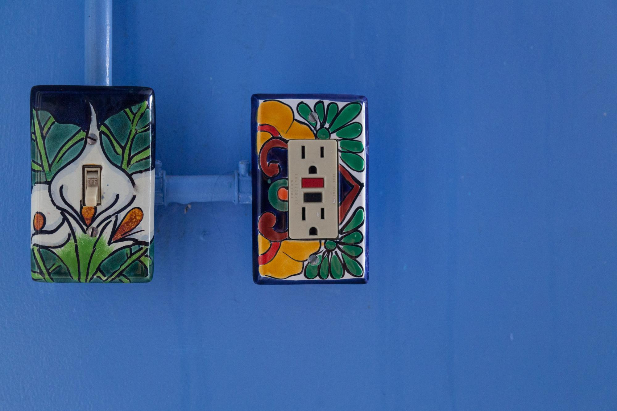08-Bathroom-0002-Summer_Rayne_Oakes-Talavera-Light-Switches.jpg