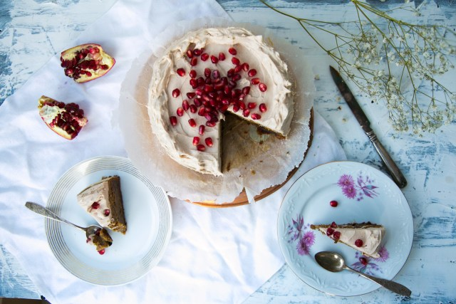 Lovely Christmas Date Cake / Image: Wellberries