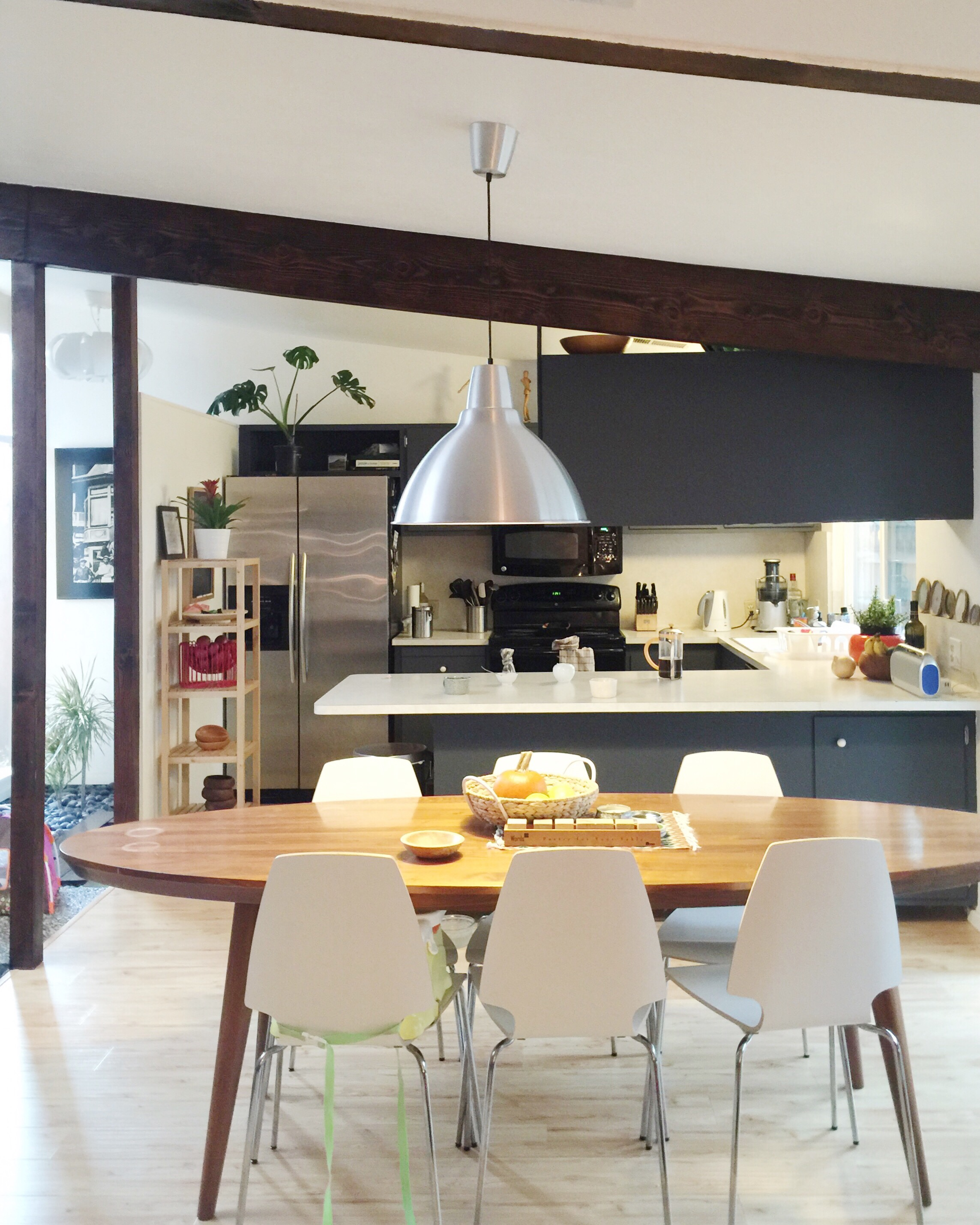 An open kitchen mirrors the family dining table.