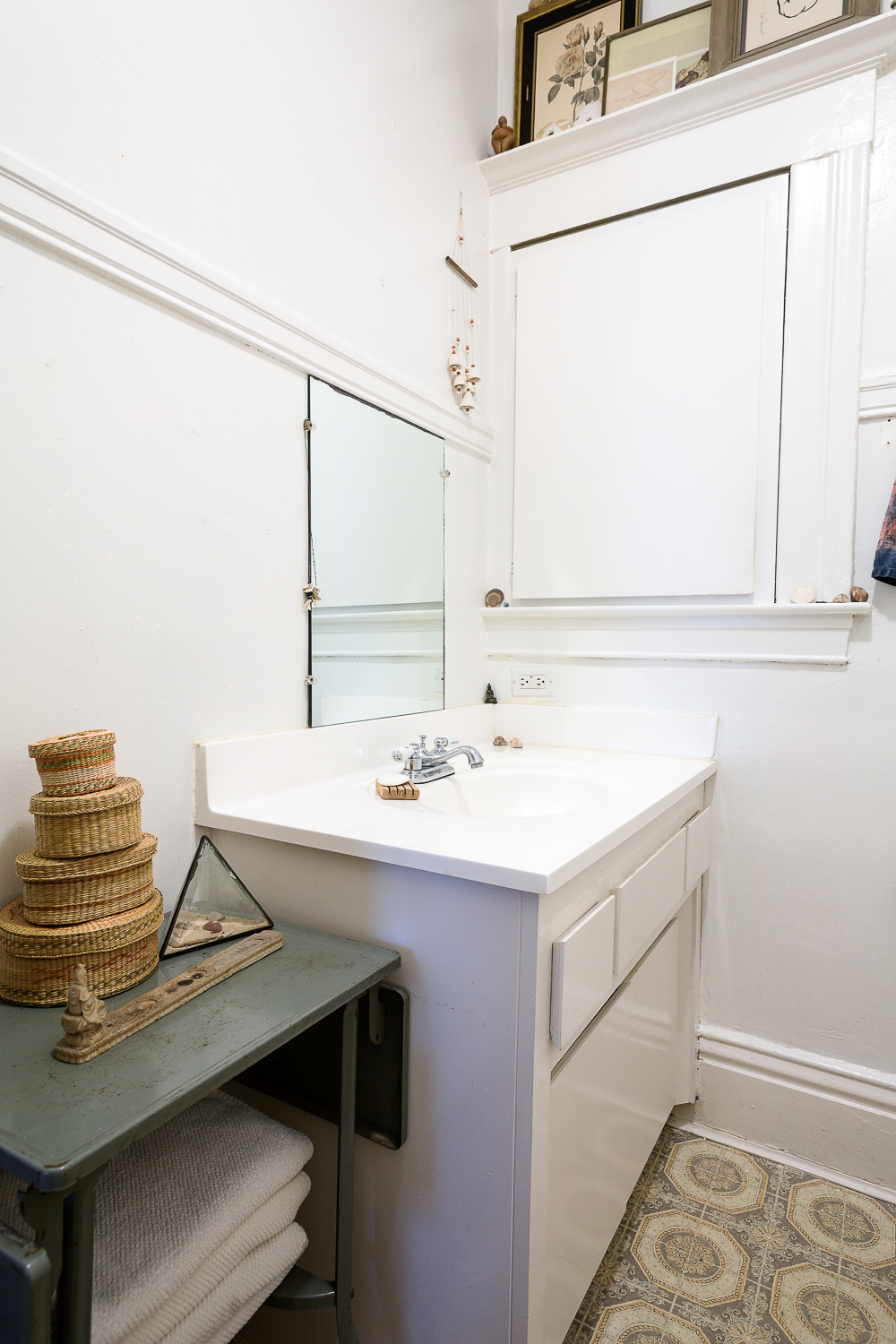 Love the molding-top styling in a crisp bathroom.