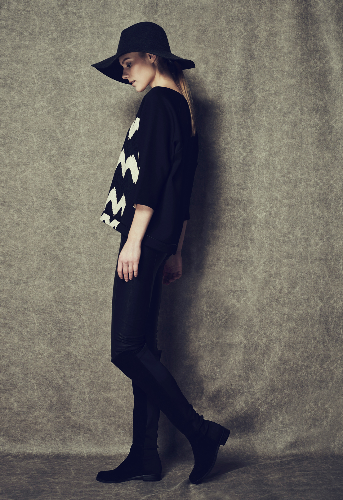 Zigzag Curve Top & Leather Skinny Trousers