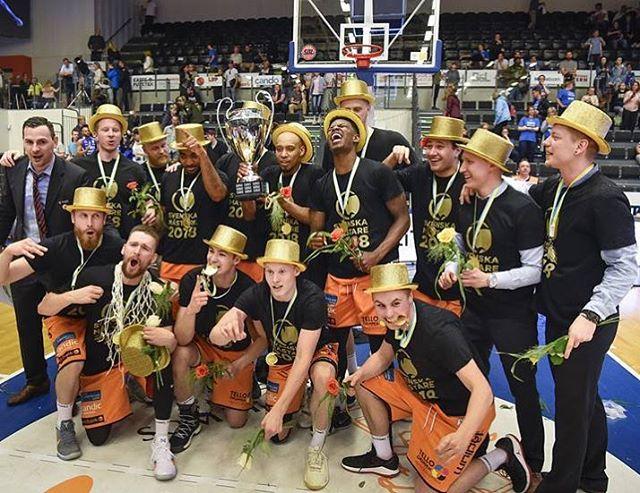Efter en galen finalserie har vi nu den äran att vi kan gratulera vår samarbetspartner Norrköping Dolphins till deras guld!  En väldigt professionell klubb både på marknadssidan och på planen.  Stort grattis till SM-guldet 2018! // Team Never Offside