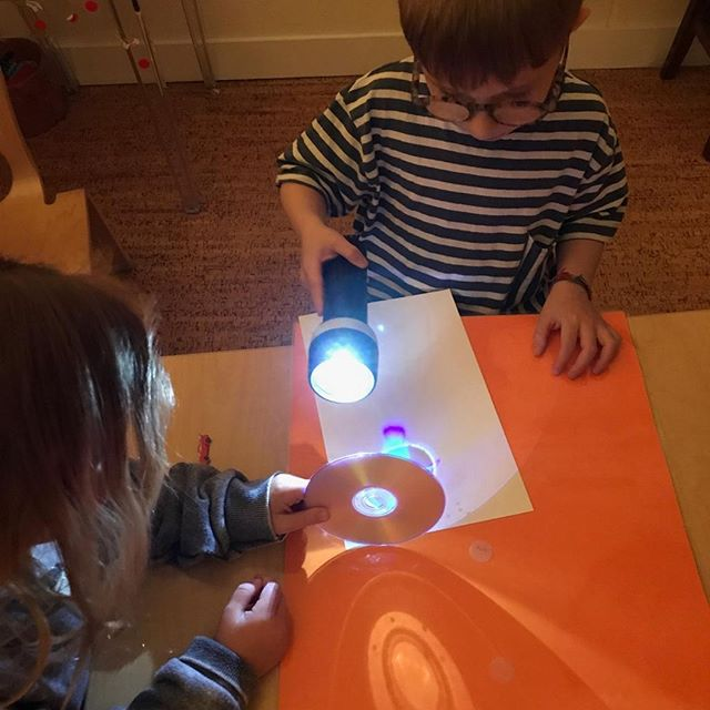 STEAM activity exploring light patterns! ⠀⠀⠀⠀⠀⠀⠀⠀⠀ .⠀⠀⠀⠀⠀⠀⠀⠀⠀ .⠀⠀⠀⠀⠀⠀⠀⠀⠀ .⠀⠀⠀⠀⠀⠀⠀⠀⠀ .⠀⠀⠀⠀⠀⠀⠀⠀⠀ .⠀⠀⠀⠀⠀⠀⠀⠀⠀ .⠀⠀⠀⠀⠀⠀⠀⠀⠀ . #letthechildrenplay #invitationtoplay#earlylearning #learnthroughplay#funlearningathome #playathome#learningthroughplay #playbasedlearning#earlychildhoodeducation#teachersofinstagram#teachersfollowteachers #teachersofig#sahm #momgsofinstagram #sgmum#iteachtoo #earlychildhood #earlyyears#playmatters #reggioinspired #toddlerplay#toddlerplayideas #toddleractivities#17monthsold #17months #markmaking#smockson #earlylearning101