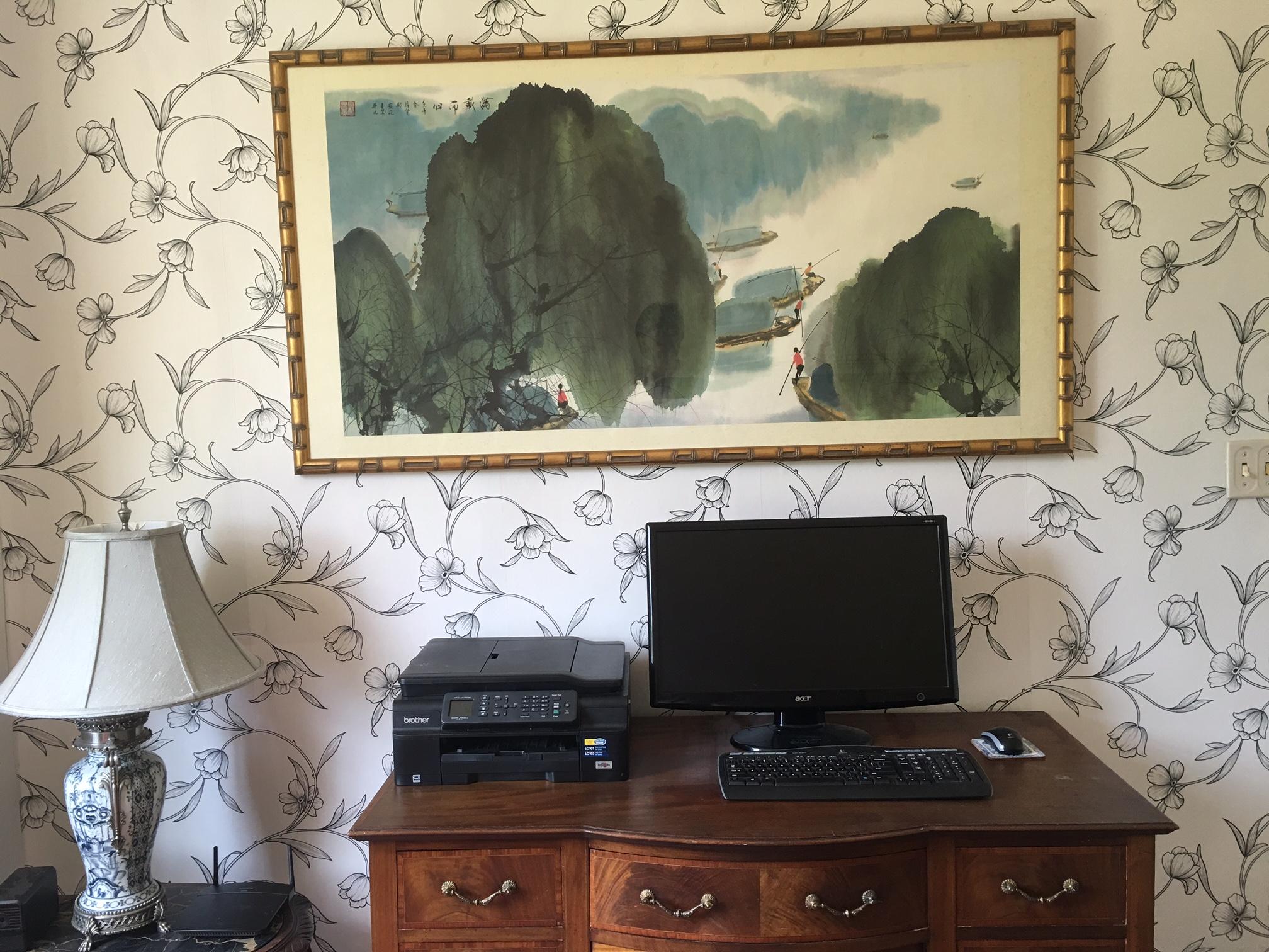 Woodlawn Inn has a beautiful new office now.  It's quite lovely with the new wallpaper. We'll post a final picture when done, but this is the first wall!   Yahoo!!