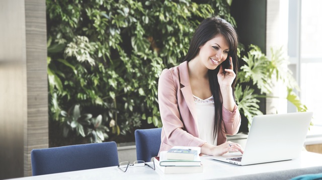 Allow customers to schedule online support calls with a staff member