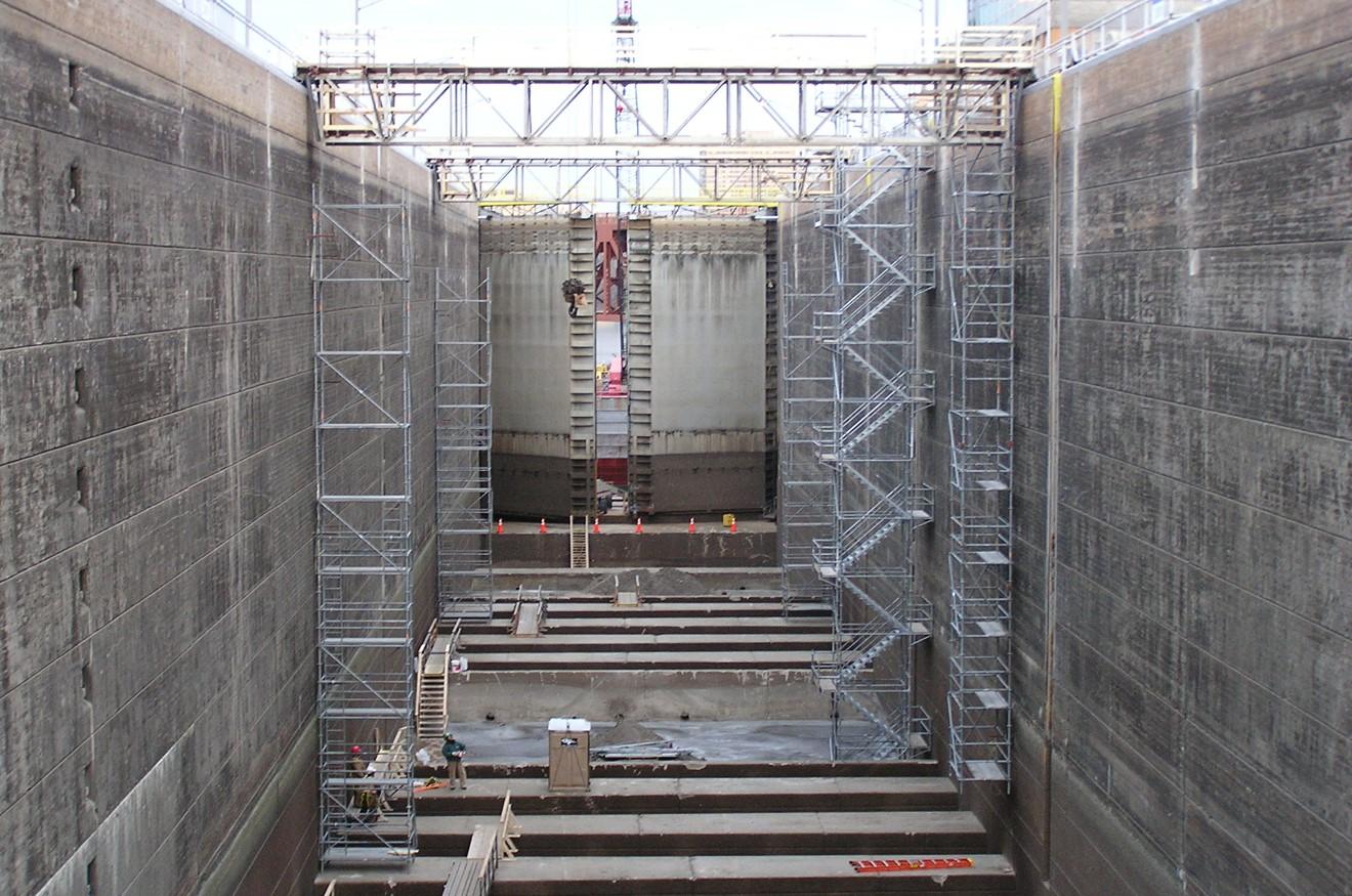 Upper St. Anthony Falls Lock Dam scaffolding.jpg